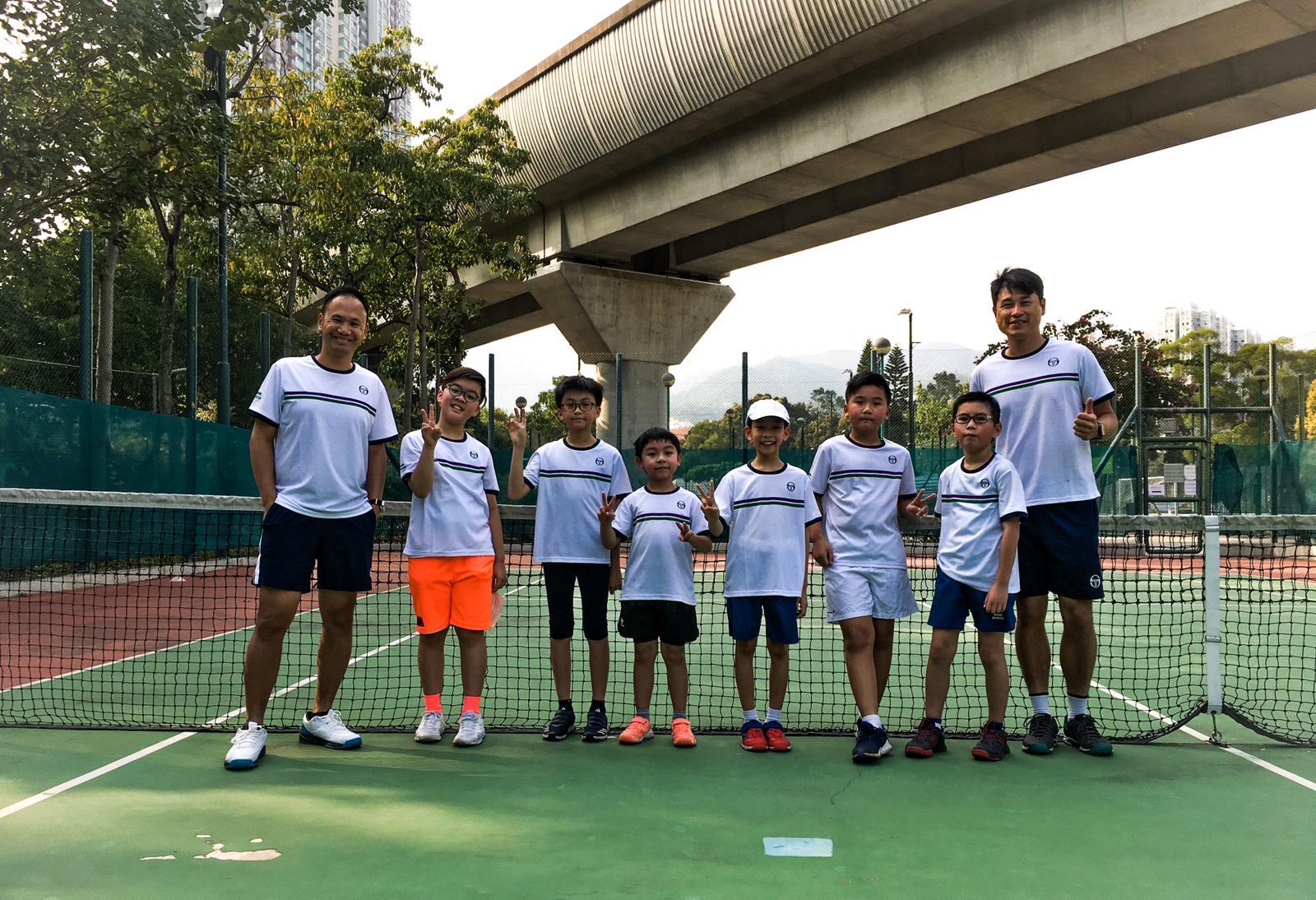{ en: 'HomeSporter Tennis Lessons Hong Kong', cn: '運動世家網球學院' } 1