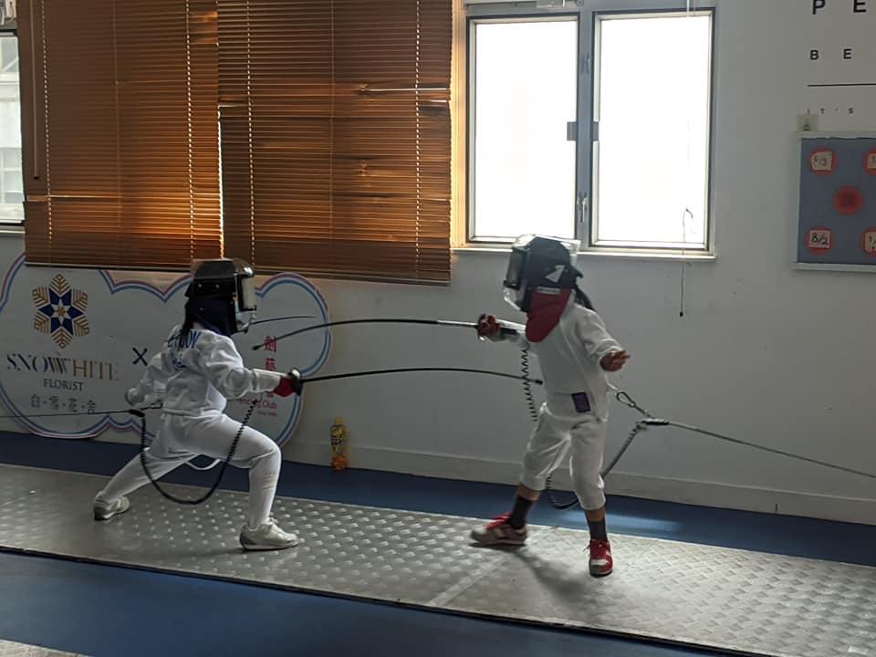{ en: 'Union Fencing Club ', cn: '劍藝會' } 4
